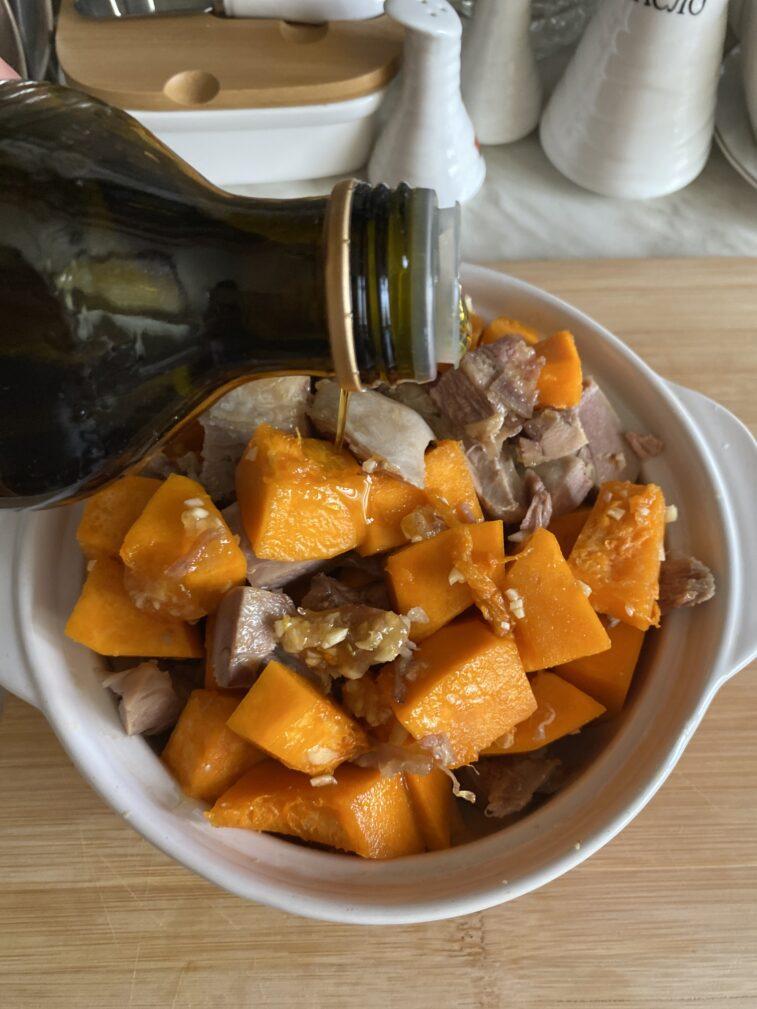 Фото рецепта - Запеченная тыква с индейкой в медовом соусе - шаг 8
