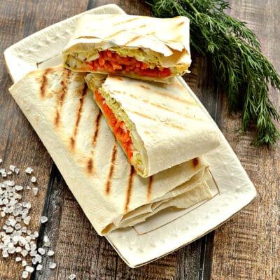 Закуска из лаваша с морковкой по-корейски, колбасой и сыром - рецепт с фото