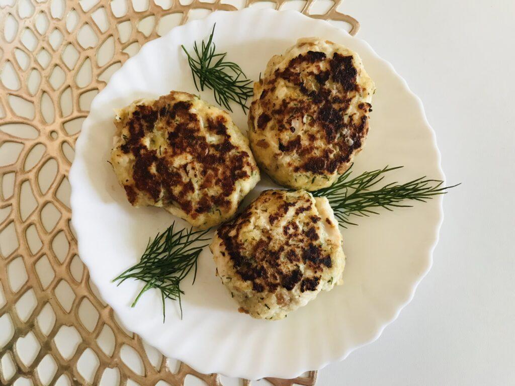 Фото рецепта - Котлеты из куриного филе с сыром и укропом - шаг 5