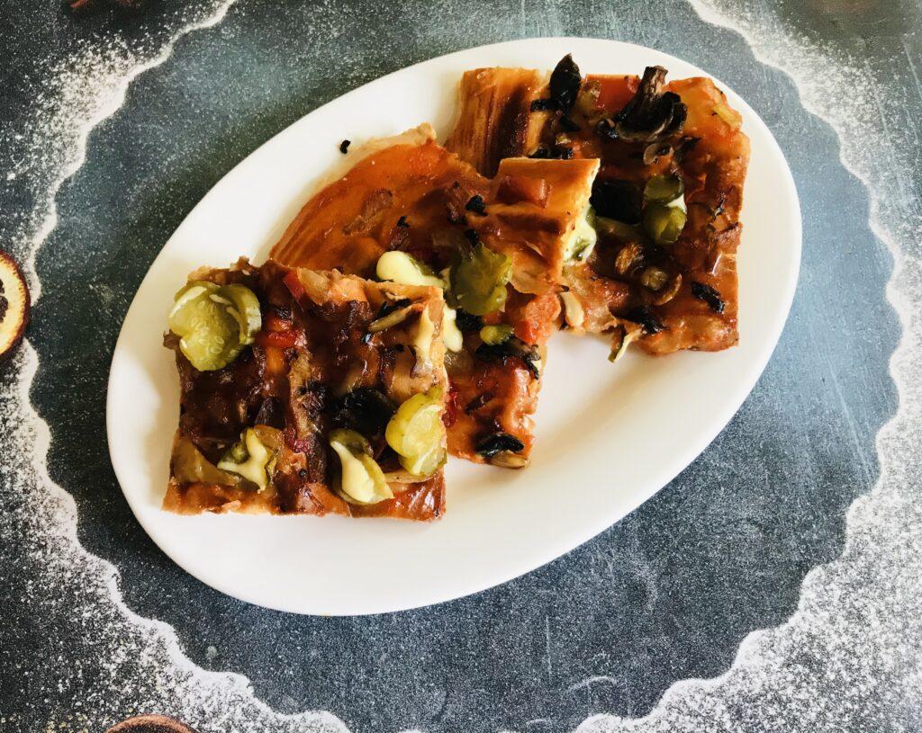 Фото рецепта - Постная пицца с грибами и овощами - шаг 8