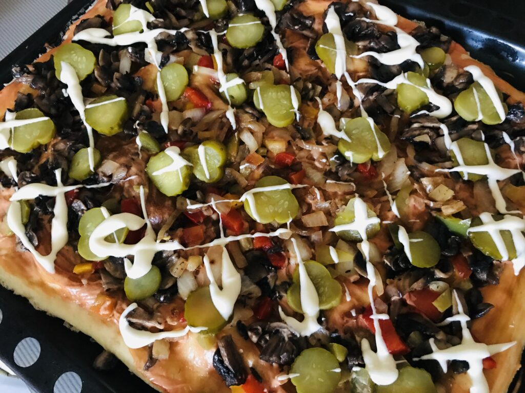 Фото рецепта - Постная пицца с грибами и овощами - шаг 7