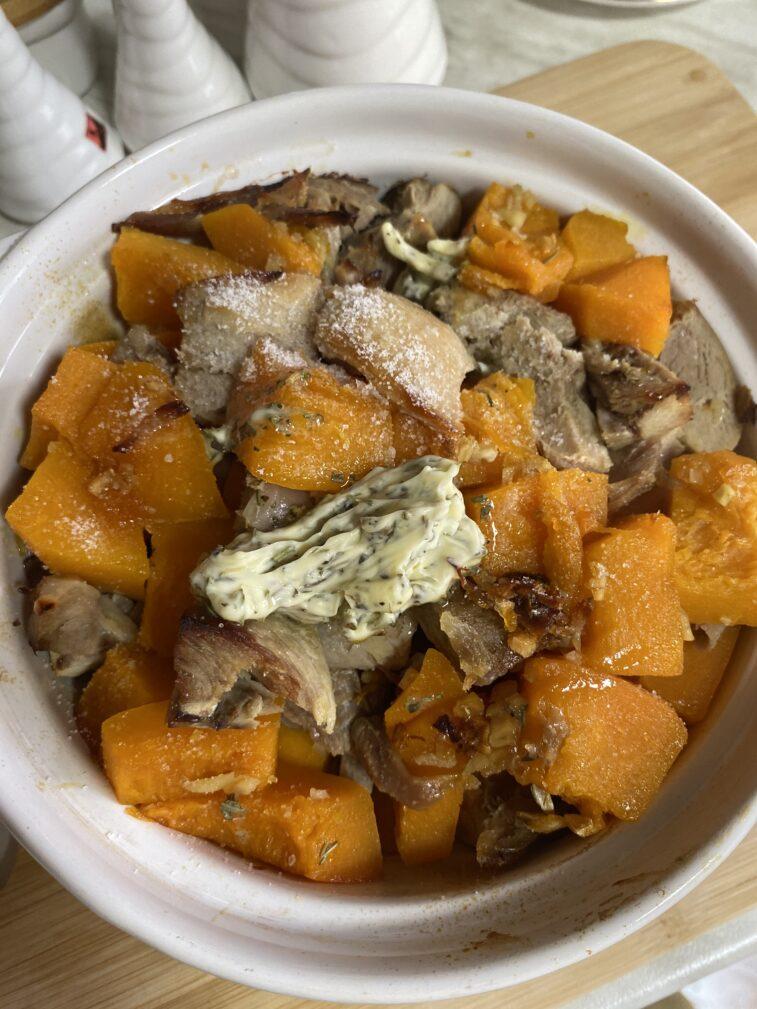 Фото рецепта - Запеченная тыква с индейкой в медовом соусе - шаг 10