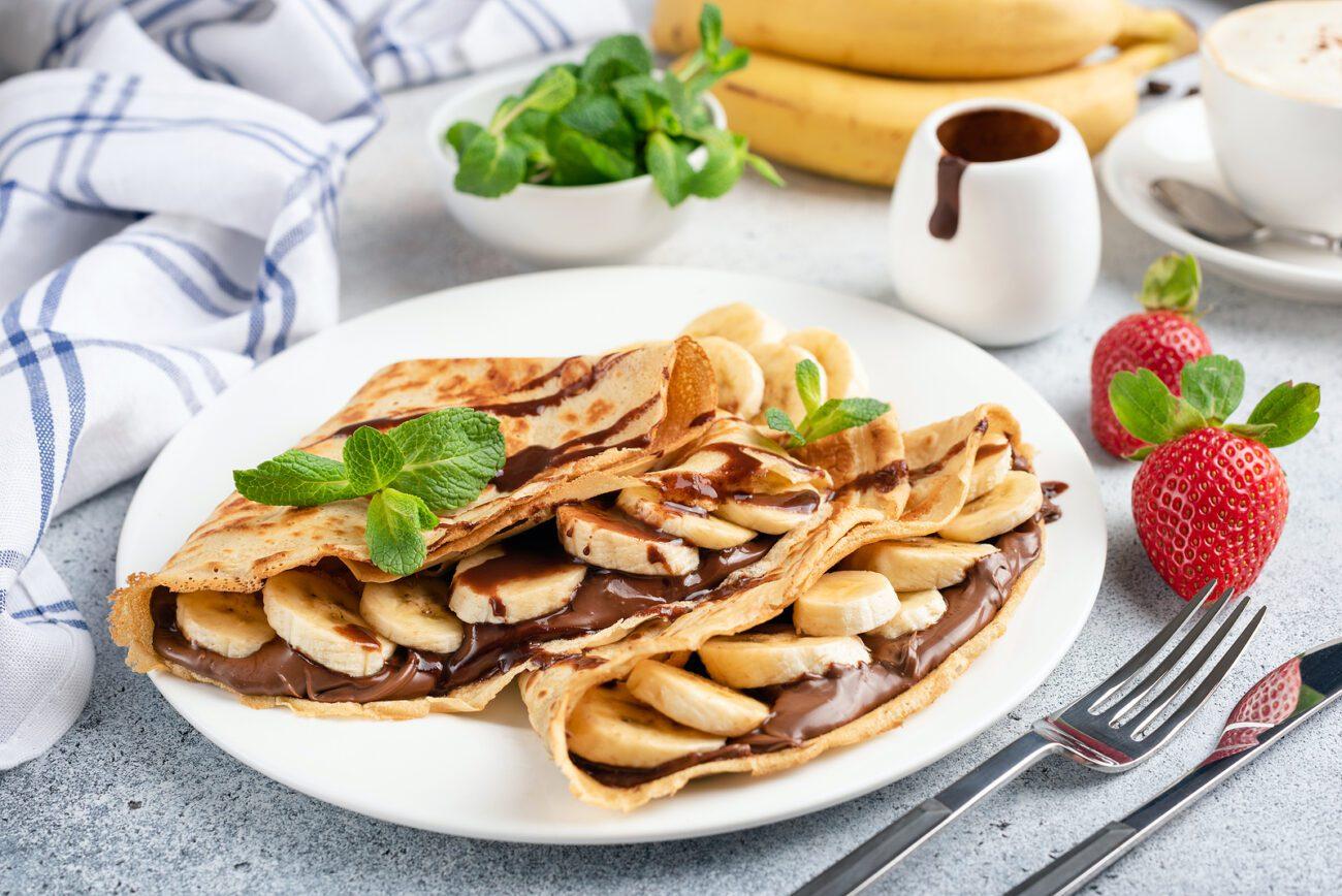 Блинчики с бананом и шоколадной пастой