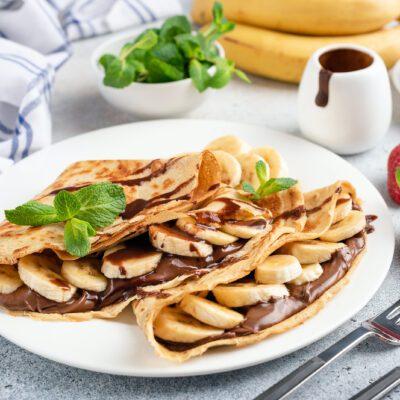 Блинчики с бананом и шоколадной пастой - рецепт с фото