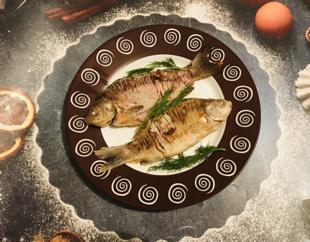 Фото рецепта - Сочные жаренные караси, маринованные в майонезе - шаг 5