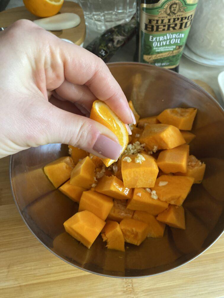 Фото рецепта - Запеченная тыква с индейкой в медовом соусе - шаг 5