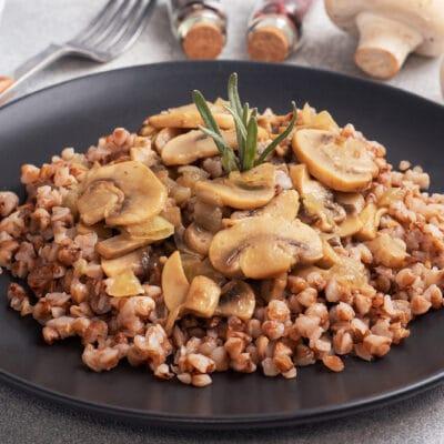Гречневая каша с грибами - рецепт с фото