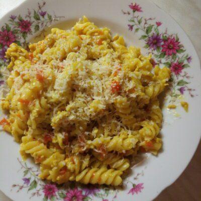 Макароны с мясом, луком и морковью - рецепт с фото
