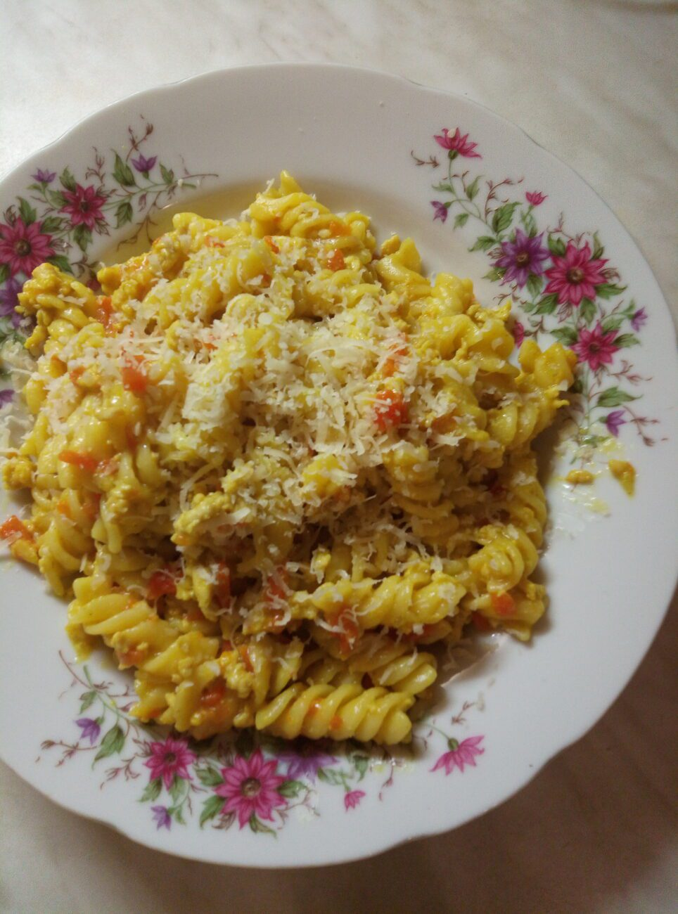 Макароны с мясом, луком и морковью