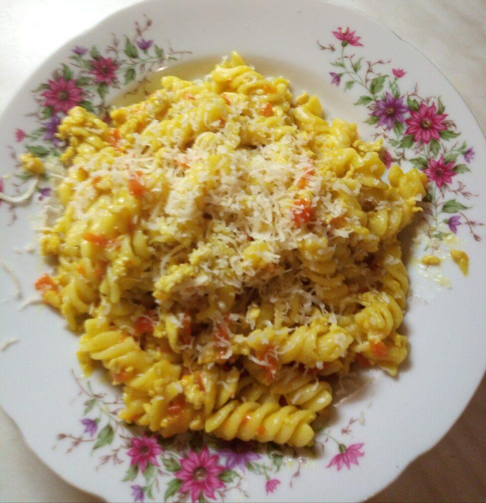 Фото рецепта - Макароны с мясом, луком и морковью - шаг 5