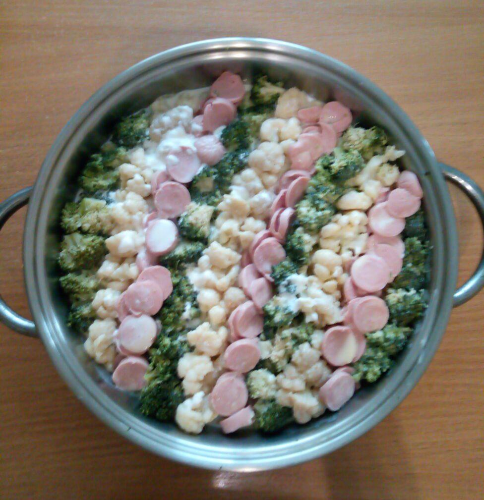 Фото рецепта - Запеканка из цветной капусты, брокколи и сосисок - шаг 5