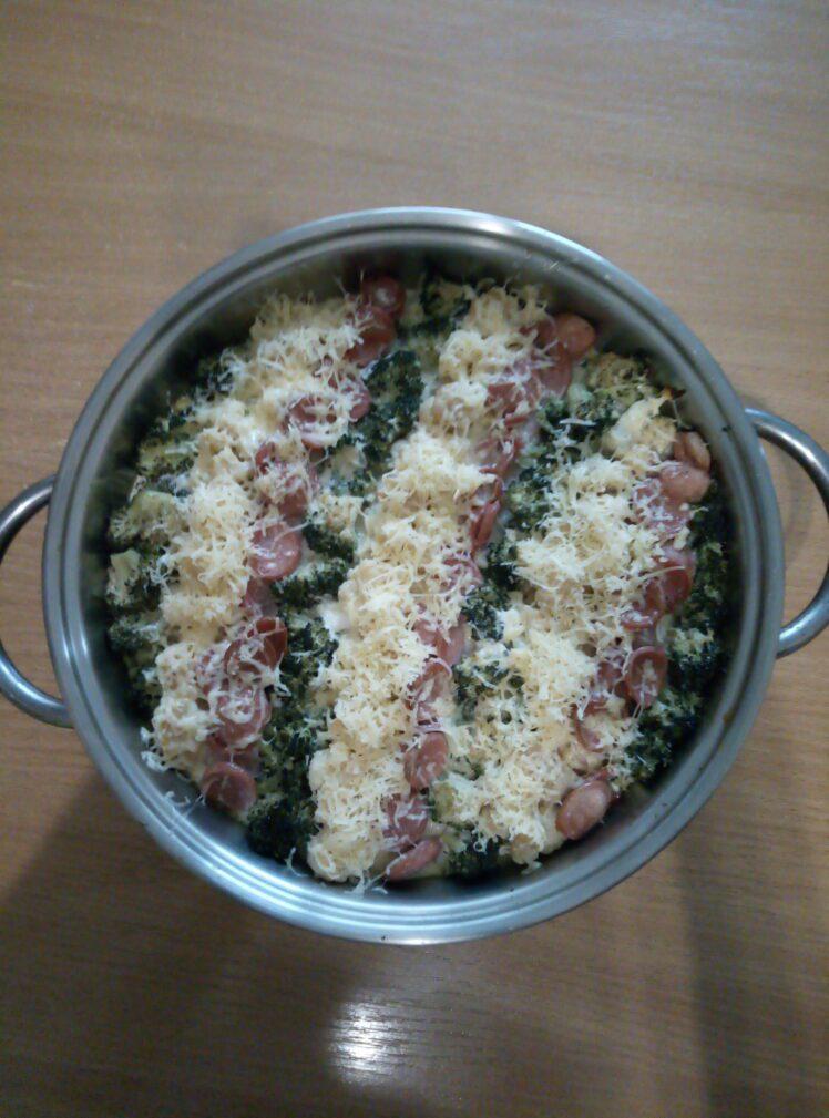 Фото рецепта - Запеканка из цветной капусты, брокколи и сосисок - шаг 6
