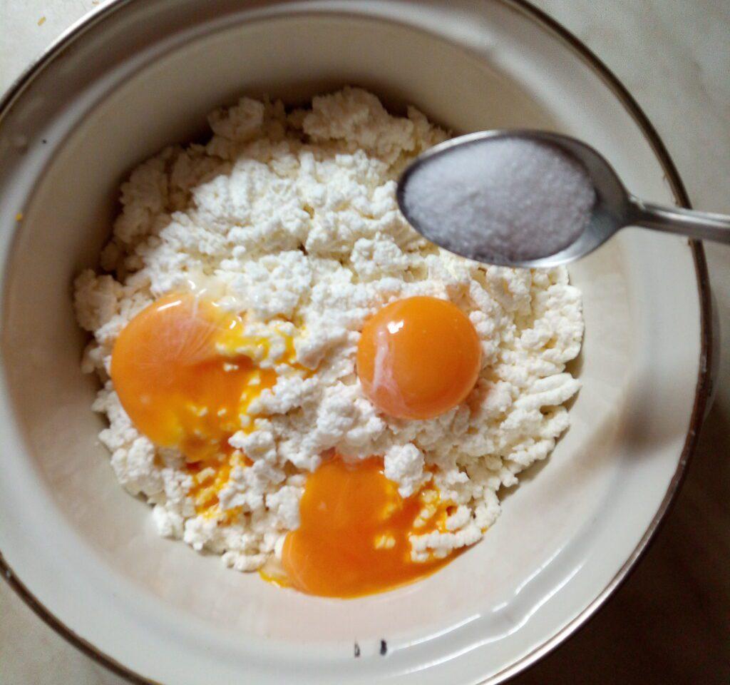 Фото рецепта - Творожная запеканка с тыквой - шаг 3