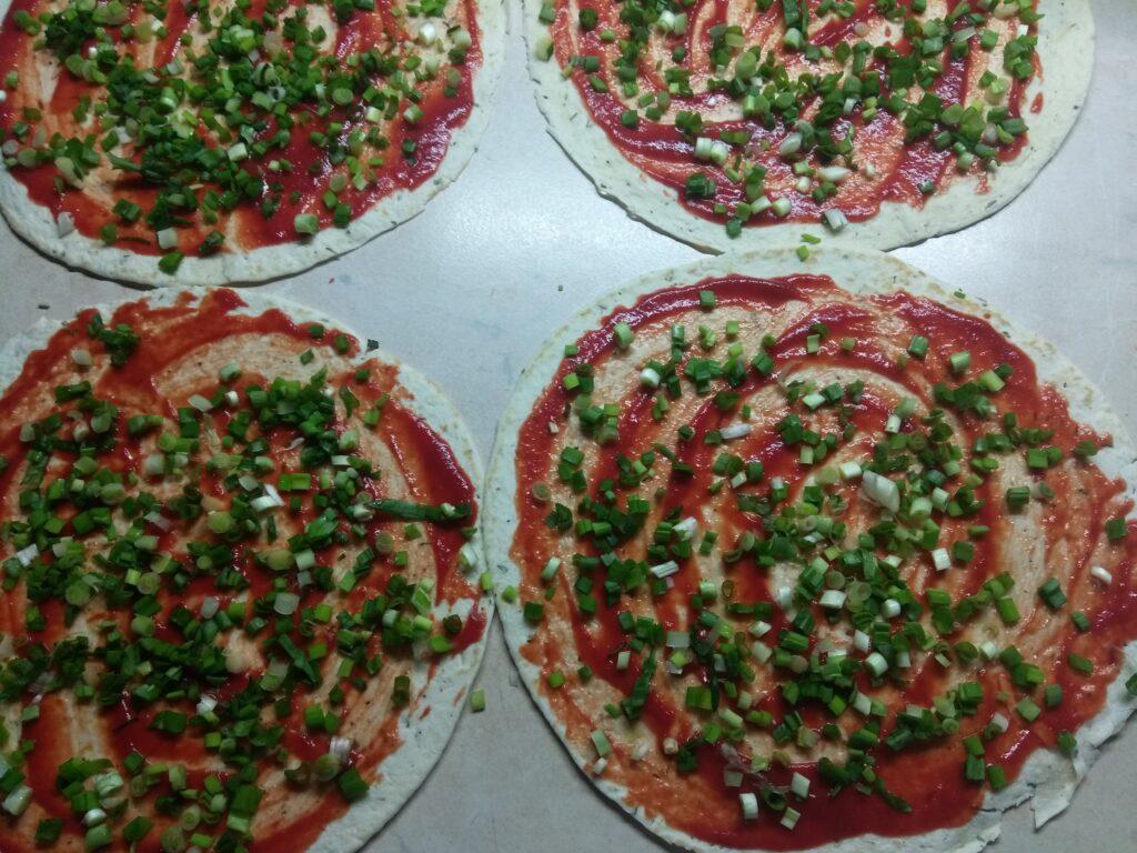 Фото рецепта - Тортилья со свининой и зеленым луком - шаг 4