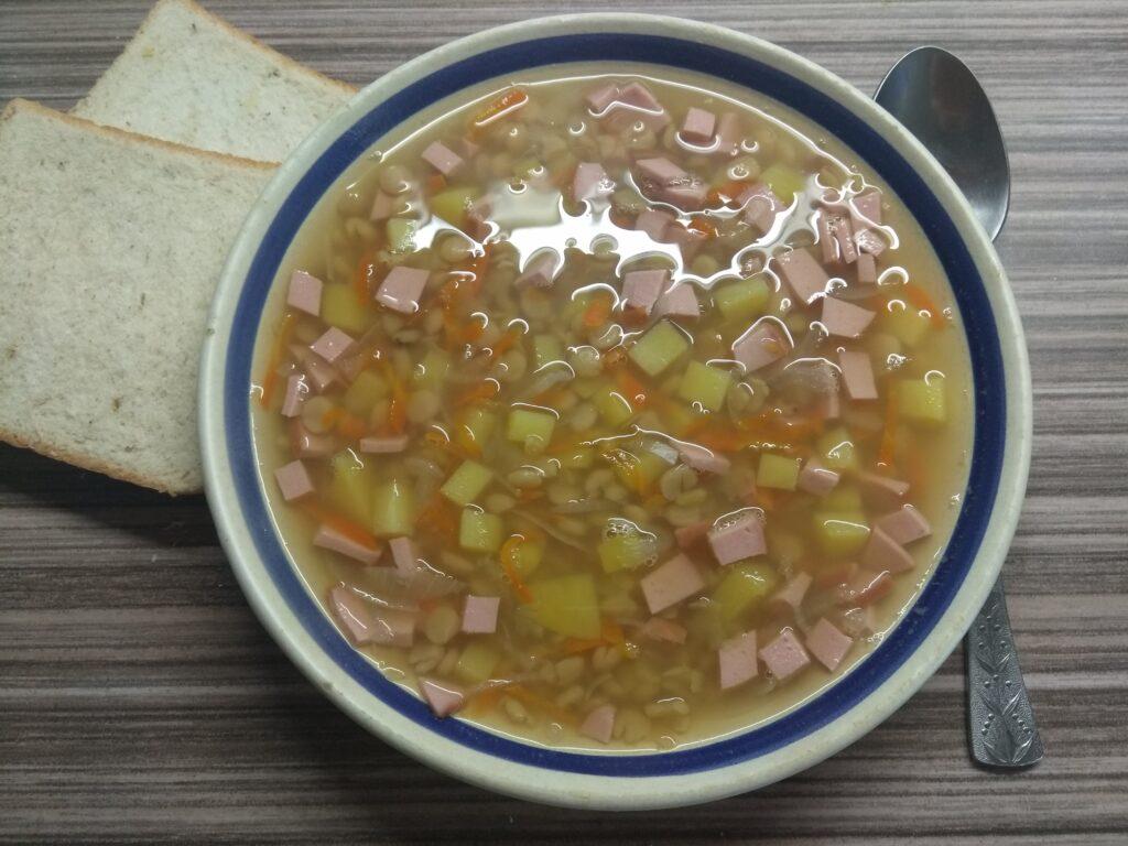 Фото рецепта - Гороховый суп с сардельками - шаг 6