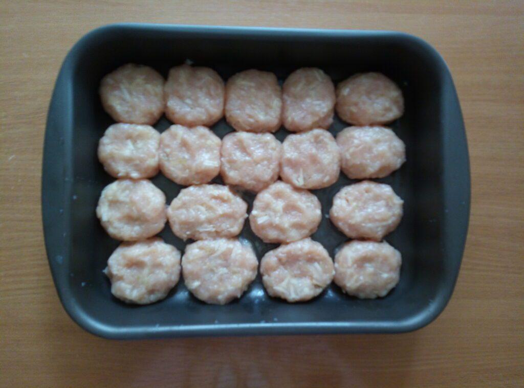 Фото рецепта - Котлеты из куриного филе и картофеля под сливочным соусом - шаг 5