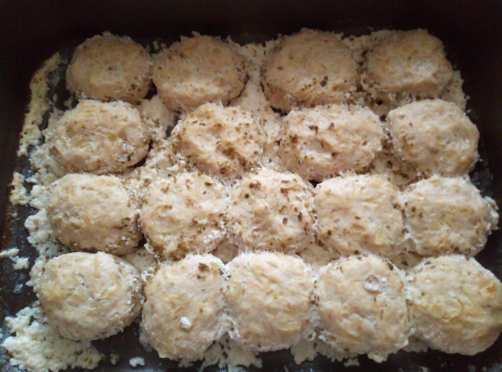 Фото рецепта - Котлеты из куриного филе и картофеля под сливочным соусом - шаг 8
