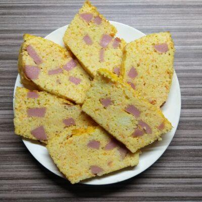 Кекс из пшена с сосисками и морковью - рецепт с фото
