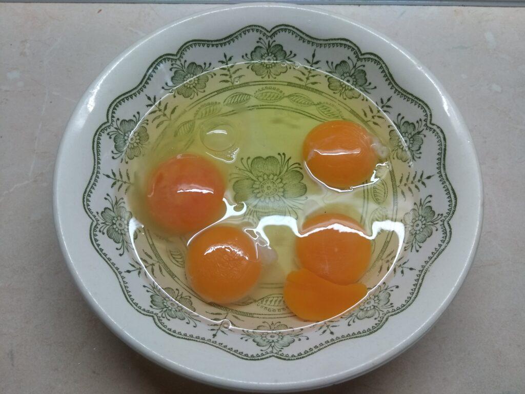 Фото рецепта - Омлет с сардинами - шаг 1