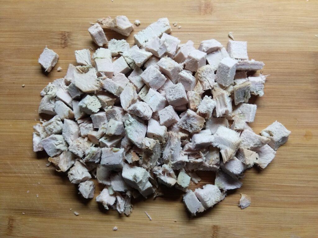 Фото рецепта - Салат с капустой, бужениной и кукурузой - шаг 3