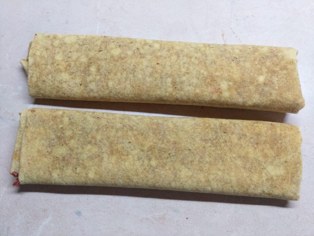 Фото рецепта - Роллы с московской колбасой, шампиньонами и сыром с плесенью - шаг 5