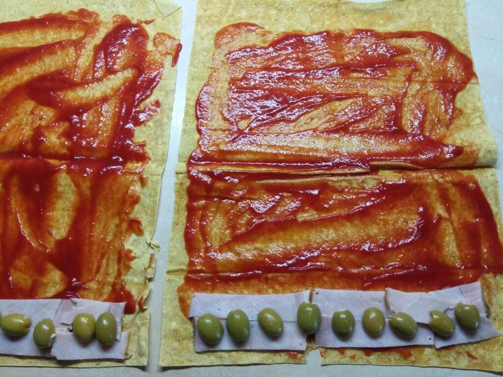 Фото рецепта - Роллы с бужениной, оливками и пармезаном - шаг 3