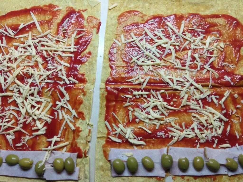 Фото рецепта - Роллы с бужениной, оливками и пармезаном - шаг 4