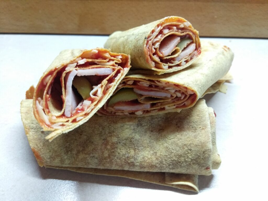 Фото рецепта - Роллы с бужениной, оливками и пармезаном - шаг 5