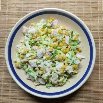 Салат с капустой, бужениной и кукурузой - рецепт с фото