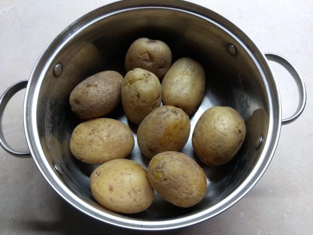 Фото рецепта - Картофель, фаршированный шампиньонами - шаг 1