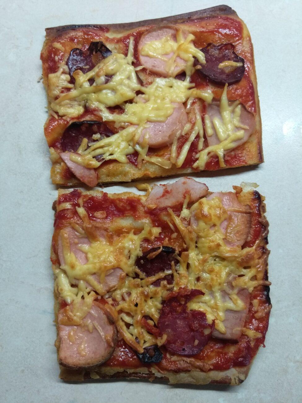 Пицца с тремя видами мяса на слоенном тесте