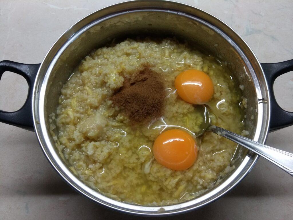 Фото рецепта - Запеканка из булгура с яблоками и медом - шаг 4