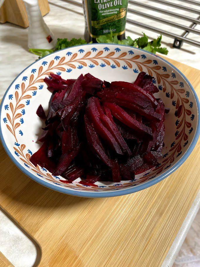 Фото рецепта - Салат из печеной свеклы - шаг 8