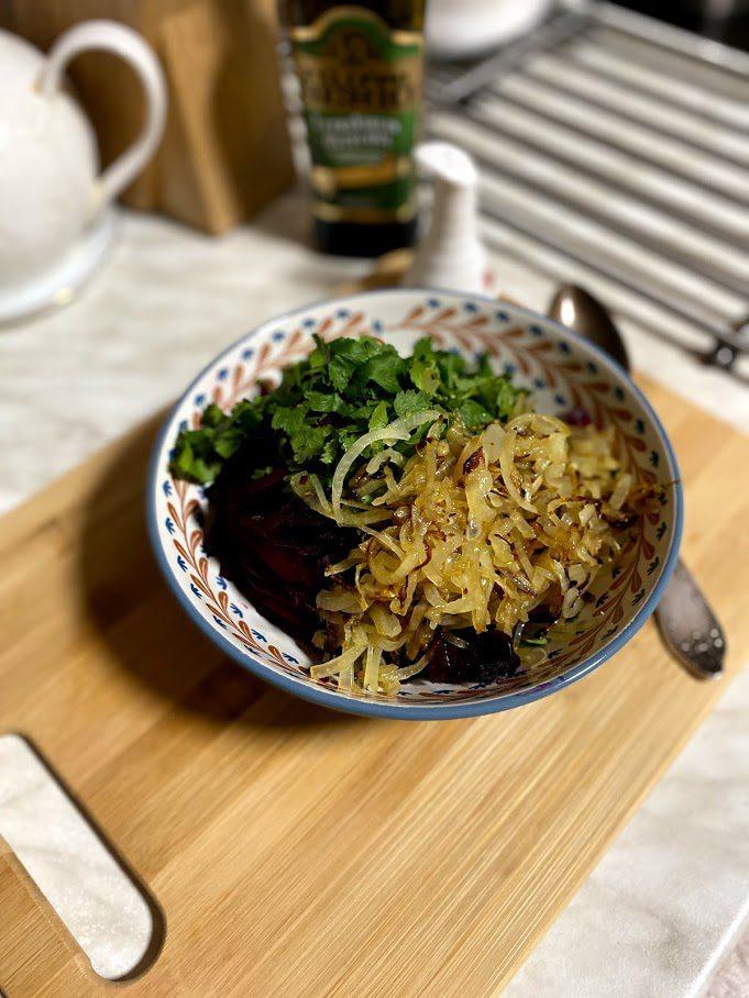 Фото рецепта - Салат из печеной свеклы - шаг 10