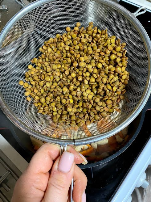 Фото рецепта - Густой суп из чечевицы и индейки - шаг 6