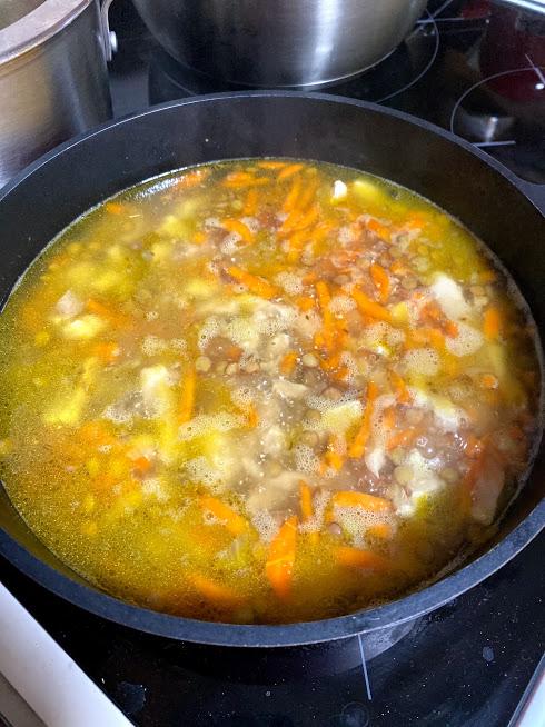 Фото рецепта - Густой суп из чечевицы и индейки - шаг 9