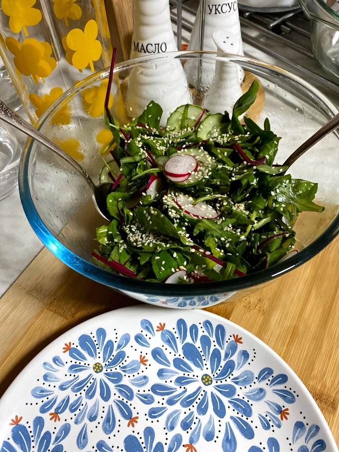 Фото рецепта - Весенний салат с редисом - шаг 6