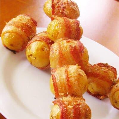 Запеченный картофель в беконе - рецепт с фото