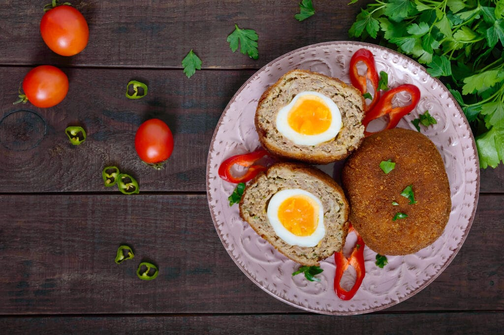 Фото рецепта - Мясные котлеты с яйцом внутри - шаг 6
