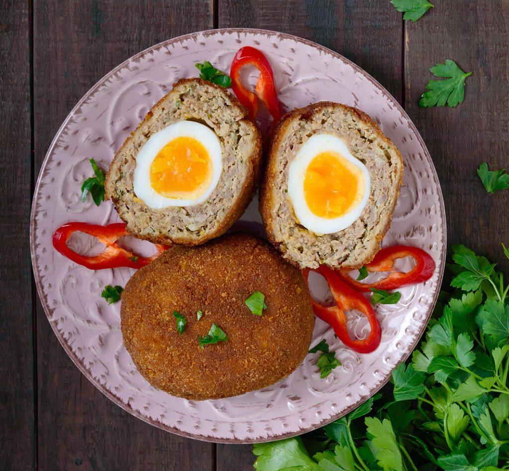 Фото рецепта - Мясные котлеты с яйцом внутри - шаг 7