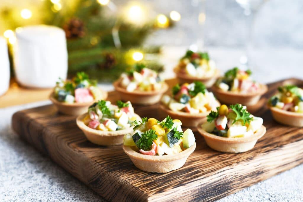 Фото рецепта - Крабовый салат в тарталетках - шаг 4