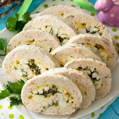 Куриный рулет с яйцом и зеленым луком - рецепт с фото