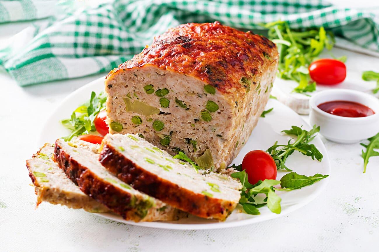 Мясной хлеб с брокколи и горошком (по-американски)