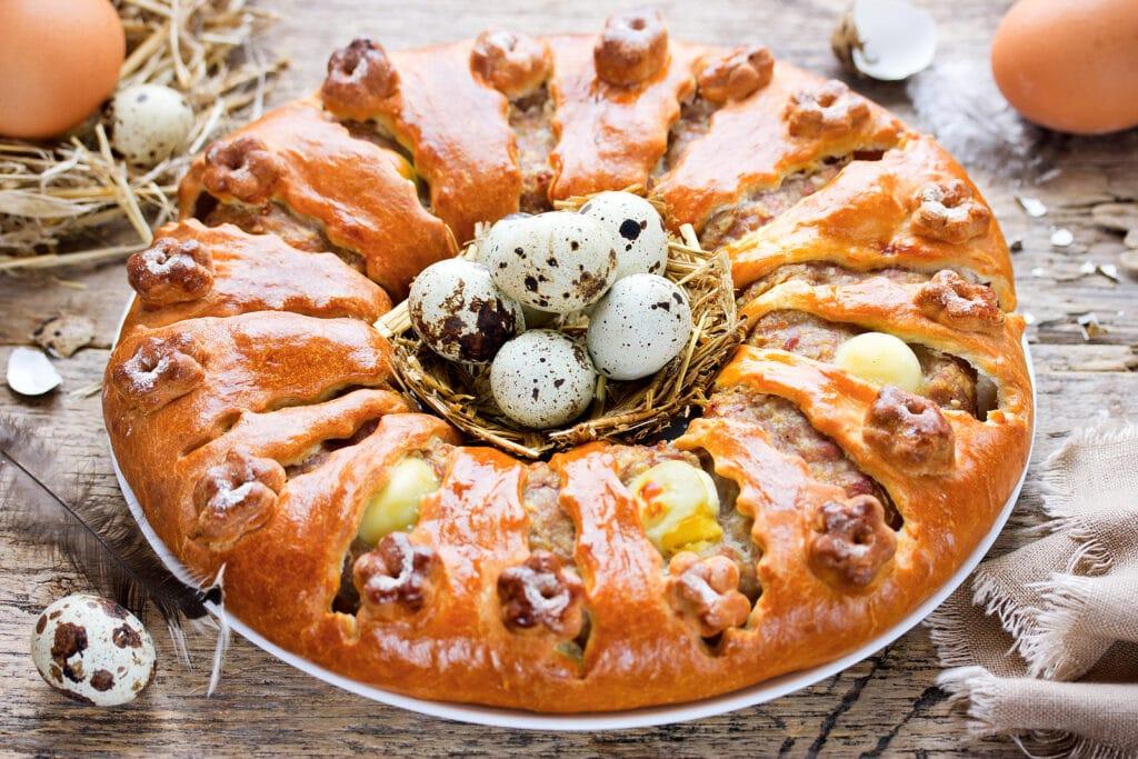Фото рецепта - Мясной пирог с отварными яйцами - шаг 2