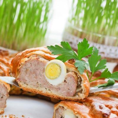 Мясной пирог с отварными яйцами - рецепт с фото