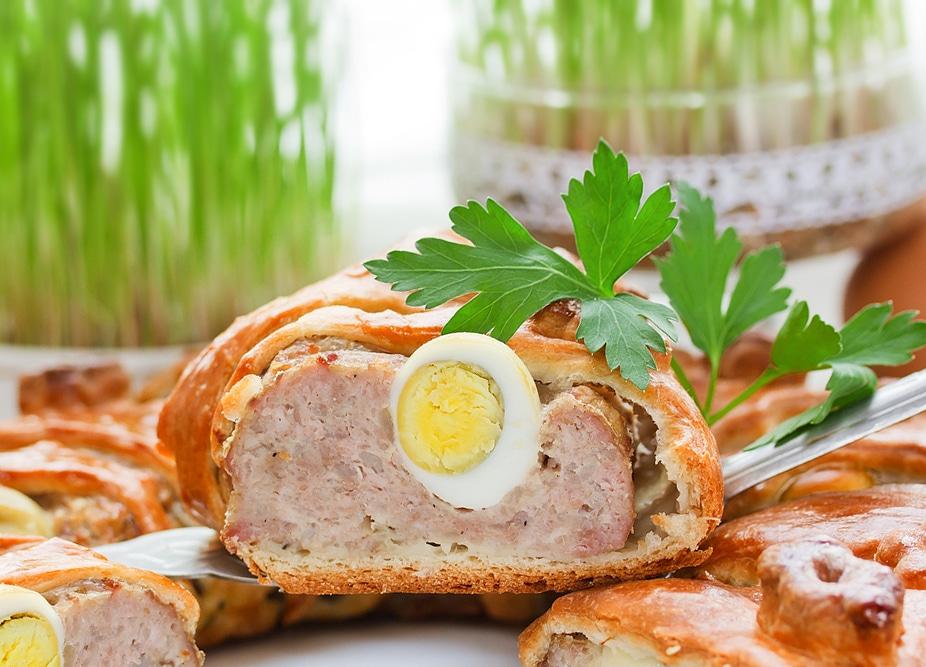Фото рецепта - Мясной пирог с отварными яйцами - шаг 4