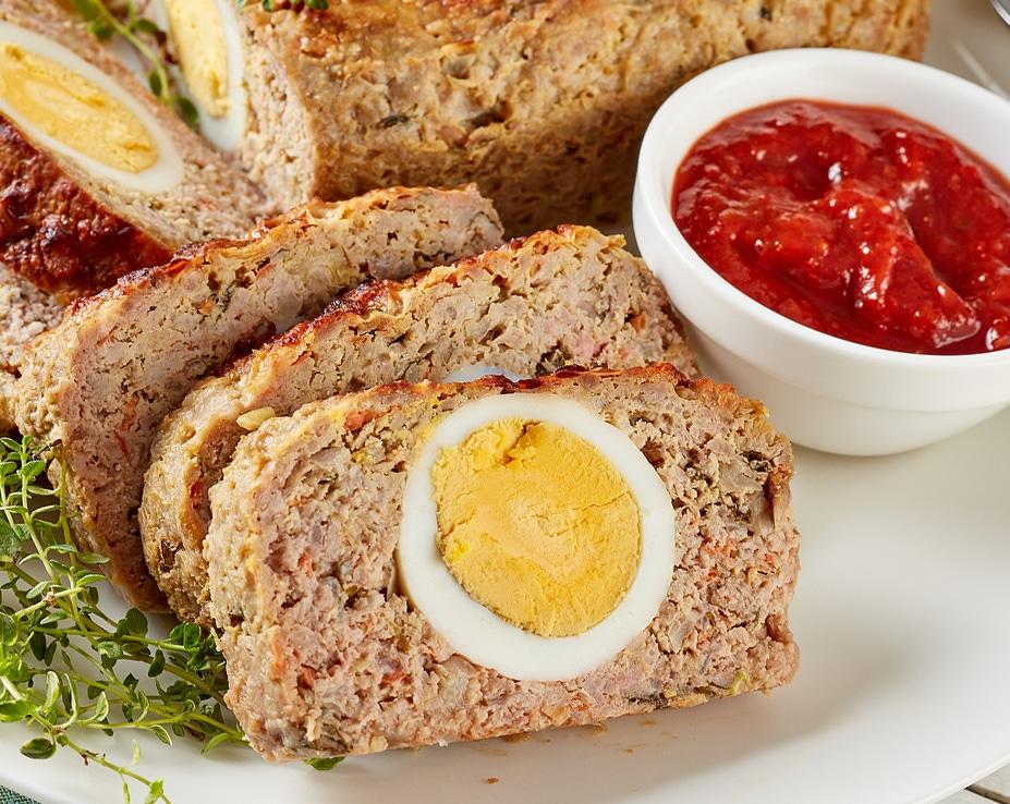 Фото рецепта - Мясной рулет, фаршированный яйцом - шаг 8