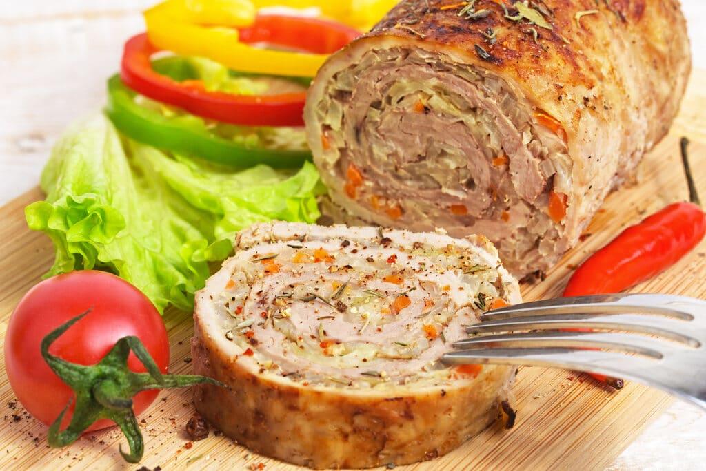 Фото рецепта - Мясной рулет с овощами - шаг 6
