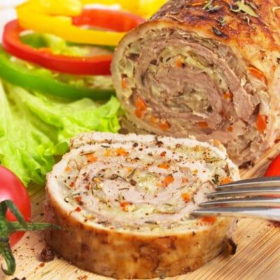 Мясной рулет с овощами - рецепт с фото