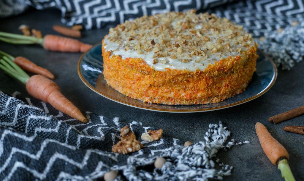 Фото рецепта - Морковный пирог с орехами - шаг 5